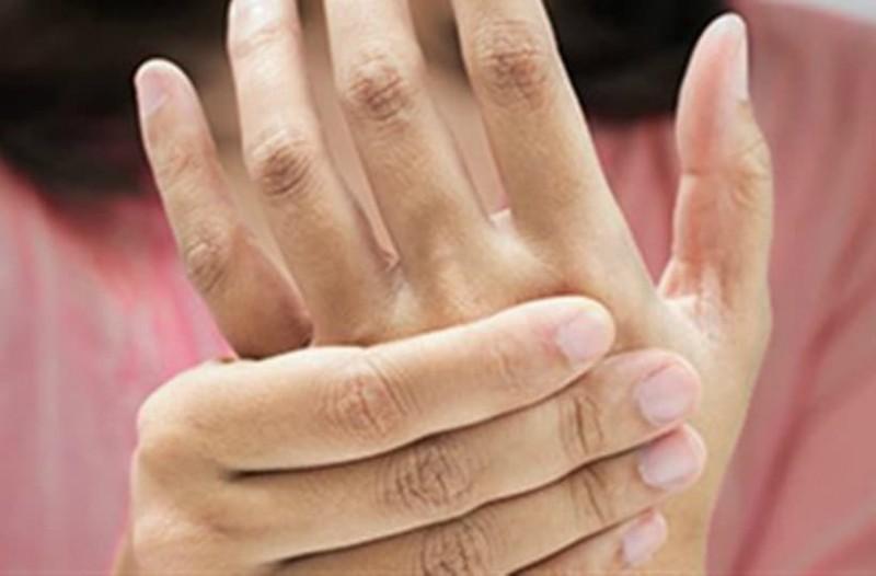 Ρευματοειδής αρθρίτιδα: Τι την προκαλεί;