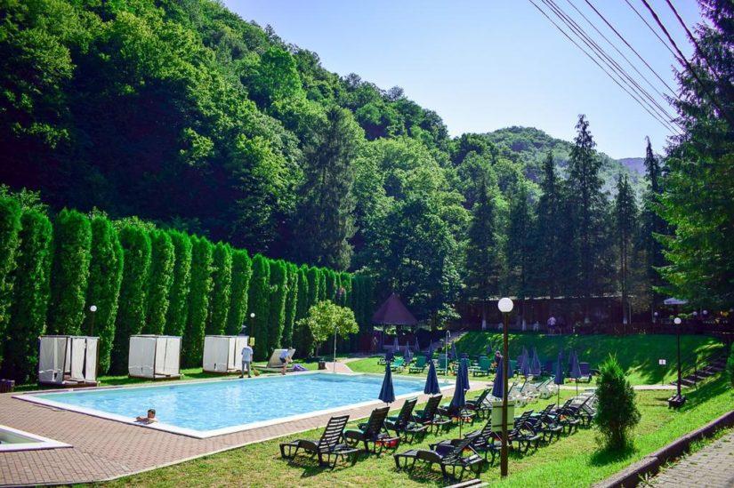 Το τερπνόν μετά του ωφελίμου στη Ρουμανία όπου ανθεί ο ιατρικός τουρισμός.