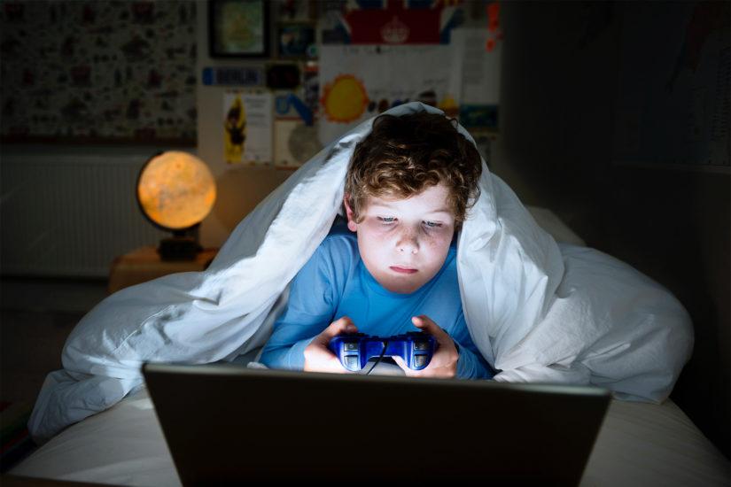 Παιδιά δημοτικού ξενυχτούν παίζοντας games