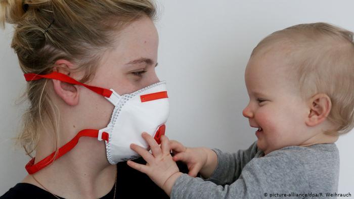 Ακατάλληλη η χρήση μάσκας για τα βρέφη