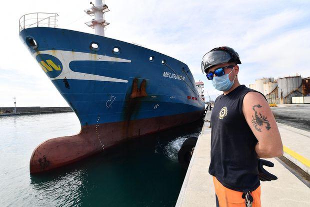Από αύριο υποχρεωτική η μάσκα στους εξωτερικούς χώρους των πλοίων