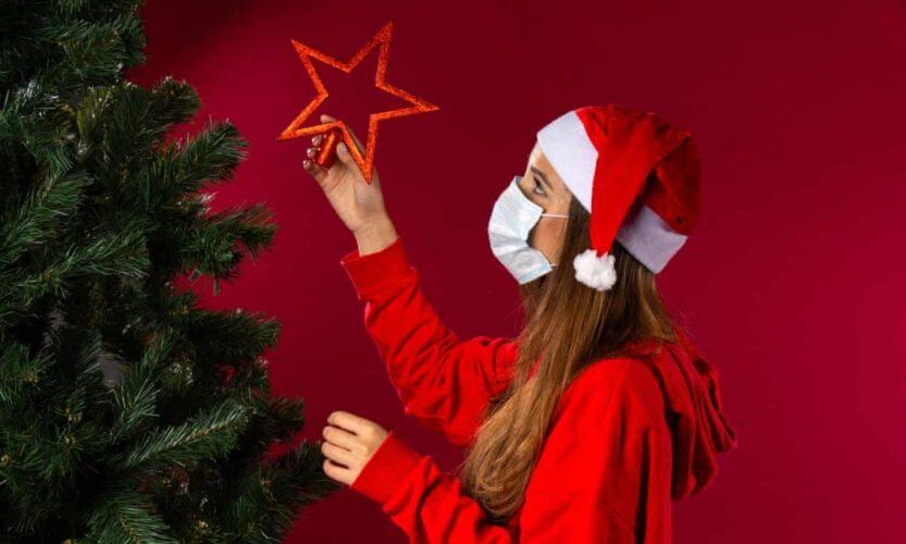 Τι προβλέπει το ECDC αν χαλαρώσουν τα μέτρα για τα Χριστούγεννα