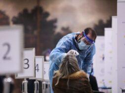 2019-nCoV; coronavirus; COVID-19; health; mask; outbreak; pandemic; protection; protective; samples; test; testing; κοροναϊός; κορονοϊός; κορωναϊός; κορωνοϊός; μάσκα; πανδημία; προστασία; προστατευτικός; τεστ ανίχνευσης; υγεία; ράπιντ τεστ; rapid test; COVID – 19; covid; corona virus; μέτρα κατά του Ιού; Σύνταγμα; Syntagma;