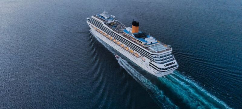 aerial-view-beautiful-white-cruise-ship-luxury-cruise-concept-tourism-travel-h_33850-121