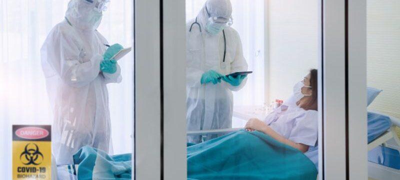 coronavirus-patients-doctor-private-room_115980-110