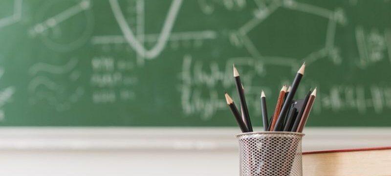 pencil-pot-books-desk-math-class_23-2148201038