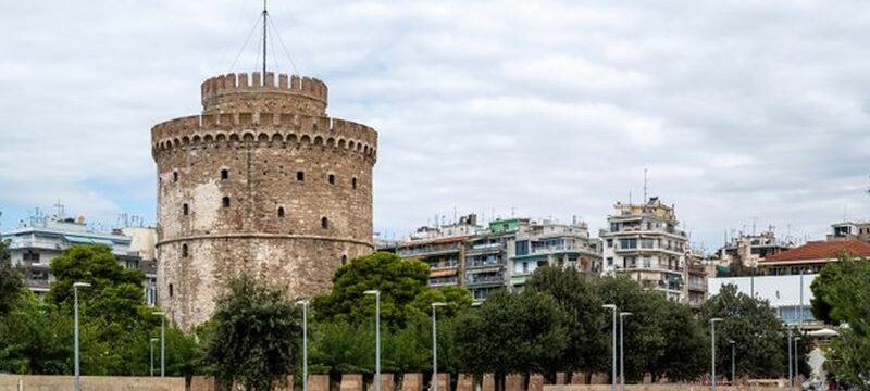 white-tower-thessaloniki-with-walking-people-front-it_1268-16090