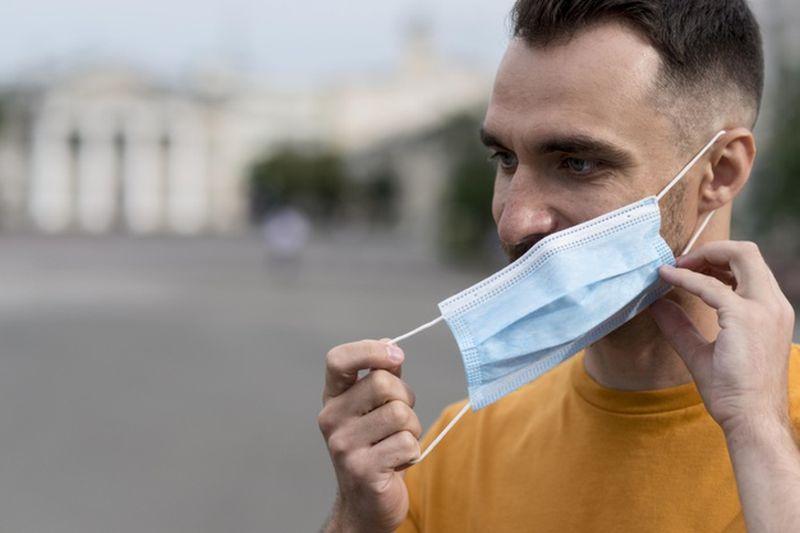 Δερμιτζάκης: Μάσκες και εμβολιασμένοι