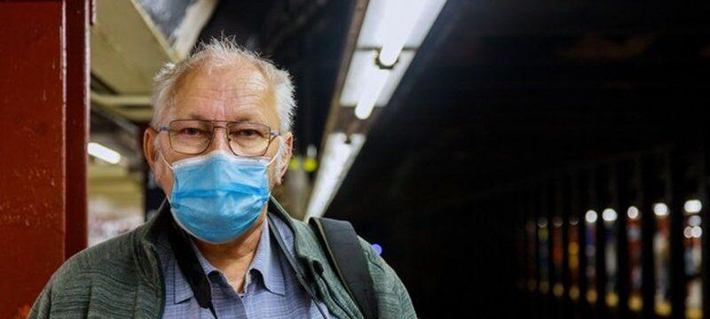 old-man-medical-mask-standing-subway-coronavirus-epidemic-expect-train-subway_73110-8930