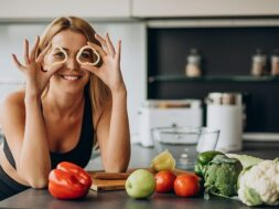 young-sporty-woman-with-pepper-kitchen_1303-24754