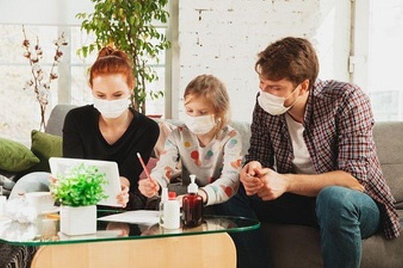 Όσα πρέπει να γνωρίζουν οι οικογένειες με μη εμβολιασμένα μέλη