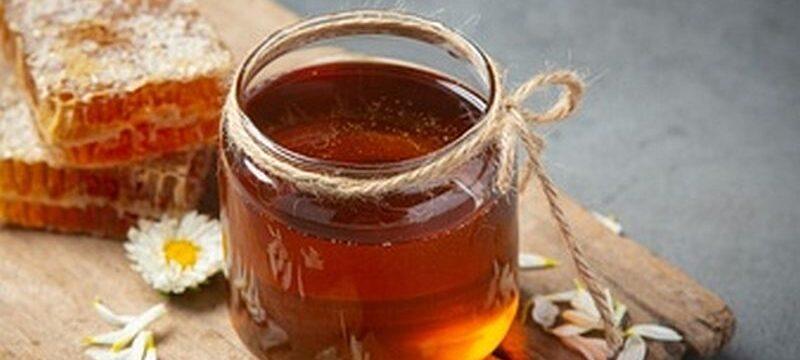 delicious-honey-dark-surface_1150-42249