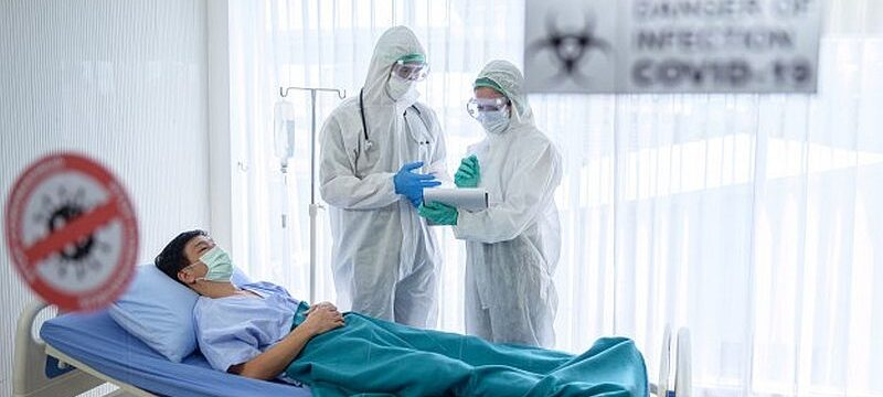 doctor-nurse-are-treating-patient-with-severe-conditions-coronavirus-covid-19_173951-110