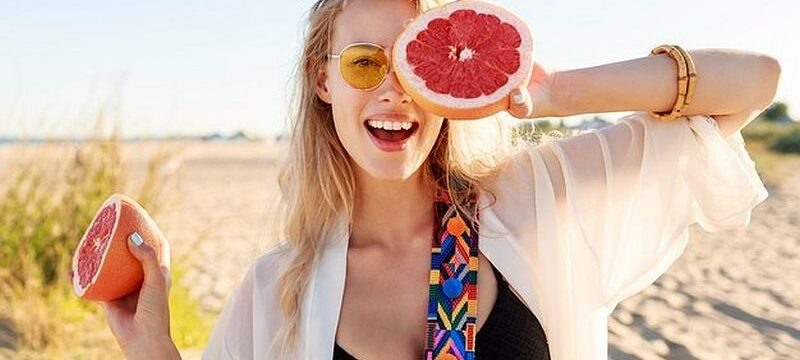 happy-blonde-natural-woman-holding-grapefruit-healthy-diet-food-summer-vacation_273443-4155