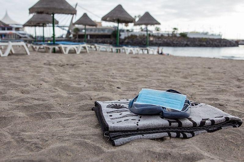 Καπραβέλος: Μόνο εμβολιασμένοι έπρεπε να επισκέπτονται τα νησιά